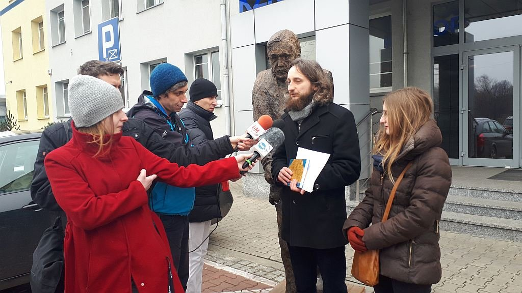 Pomniki w Warszawie nie za nasze pieniądze