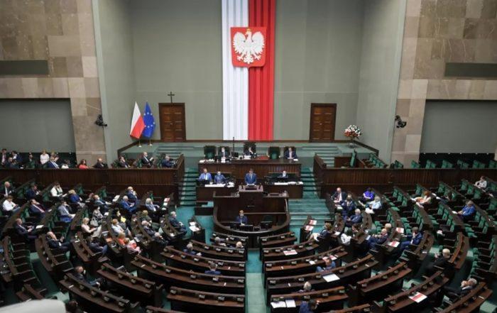Oświadczenie Ruchu Autonomii Śląska w sprawie podniesienia pensji parlamentarzystów, członków rządu, wojewodów, prezydenta oraz wynagrodzenia dla jego żony